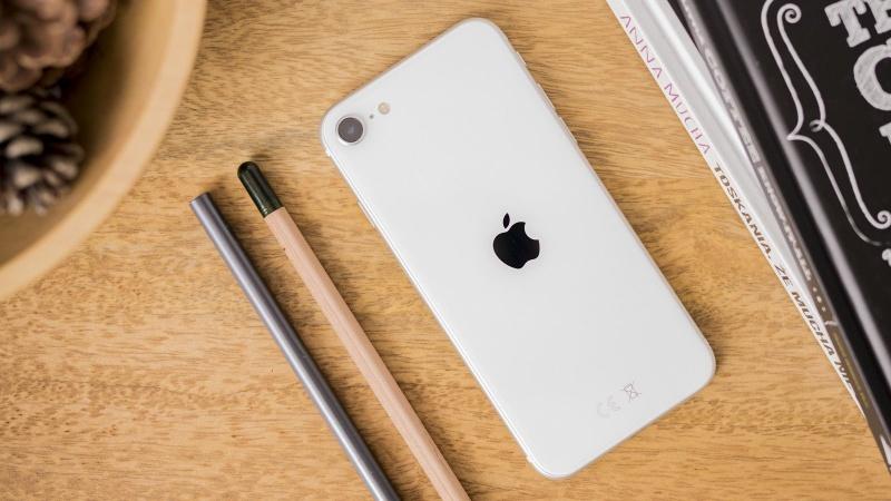 mặt lưng của iPhone SE 2020