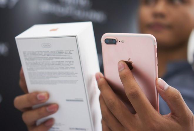 Doi dau S8, iPhone 7 giam gia manh tai Viet Nam hinh anh 2
