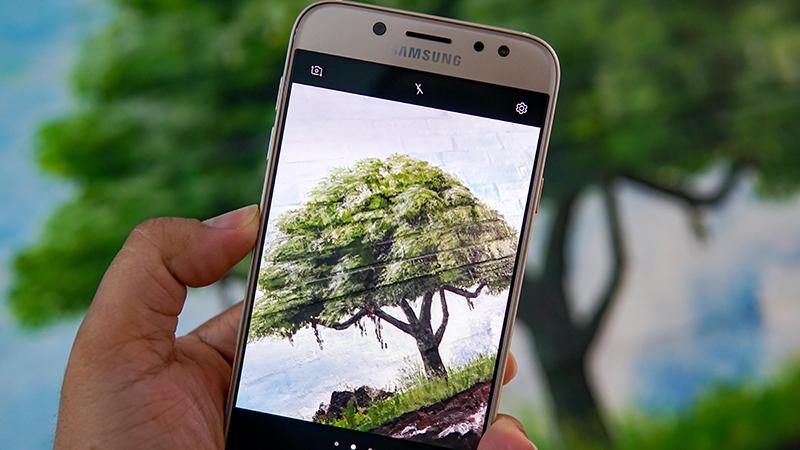 Đánh giá Samsung Galaxy J7 Pro: đẳng cấp ở thiết kế, chinh phục bóng tối với camera f1.7 hình 1
