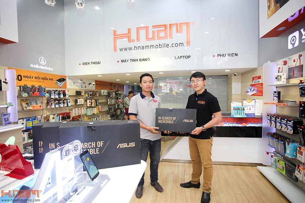 Trao thưởng 4 laptop Asus trị giá 45 triệu cho các khách hàng mua điện thoại Asus ZenFone 4 Max Pro hình 3