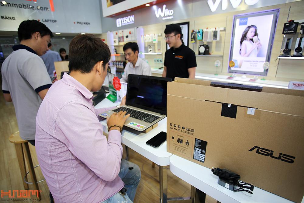 Trao thưởng 4 laptop Asus trị giá 45 triệu cho các khách hàng mua điện thoại Asus ZenFone 4 Max Pro hình 11
