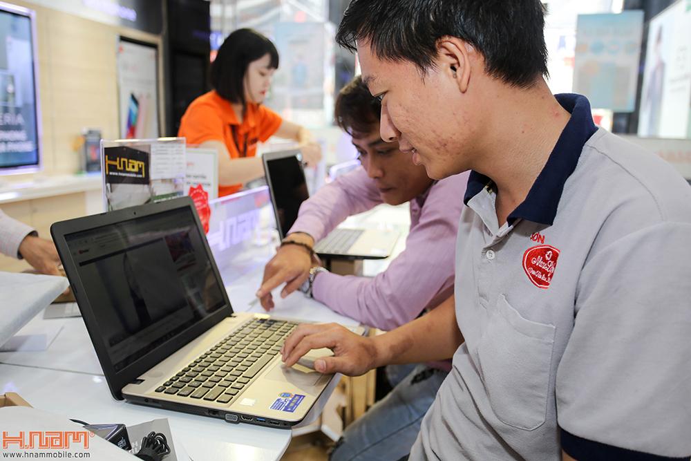 Trao thưởng 4 laptop Asus trị giá 45 triệu cho các khách hàng mua điện thoại Asus ZenFone 4 Max Pro hình 13