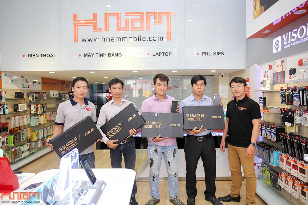 Trao thưởng 4 laptop Asus trị giá 45 triệu cho các khách hàng mua điện thoại Asus ZenFone 4 Max Pro hình 1