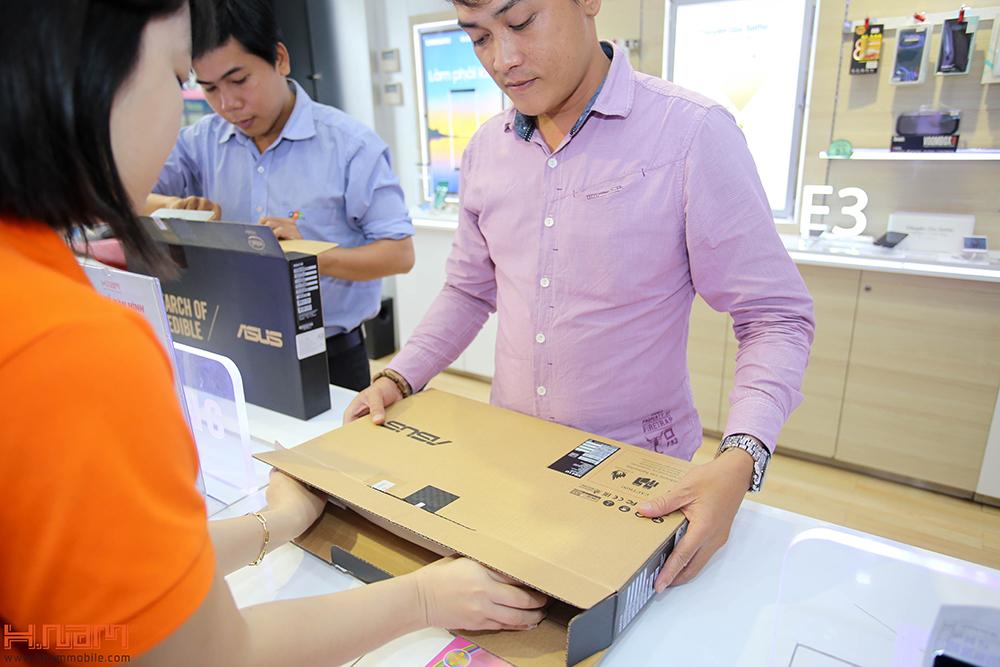 Trao thưởng 4 laptop Asus trị giá 45 triệu cho các khách hàng mua điện thoại Asus ZenFone 4 Max Pro hình 7