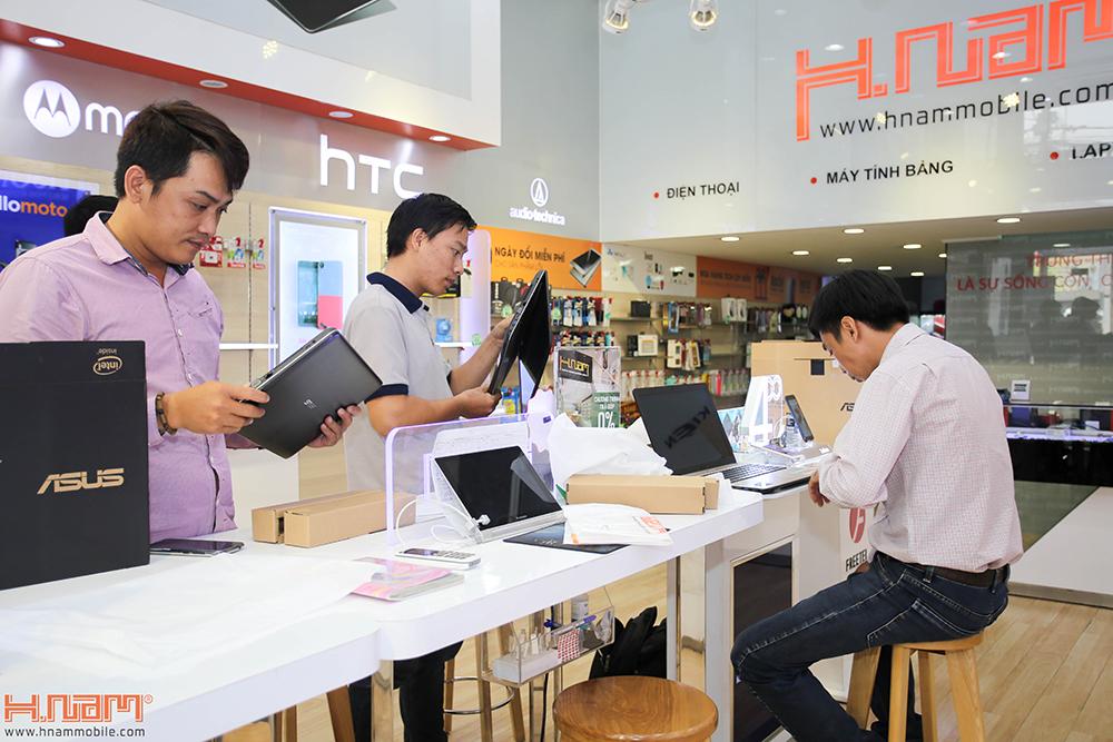 Trao thưởng 4 laptop Asus trị giá 45 triệu cho các khách hàng mua điện thoại Asus ZenFone 4 Max Pro hình 9