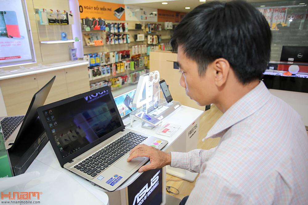 Trao thưởng 4 laptop Asus trị giá 45 triệu cho các khách hàng mua điện thoại Asus ZenFone 4 Max Pro hình 10