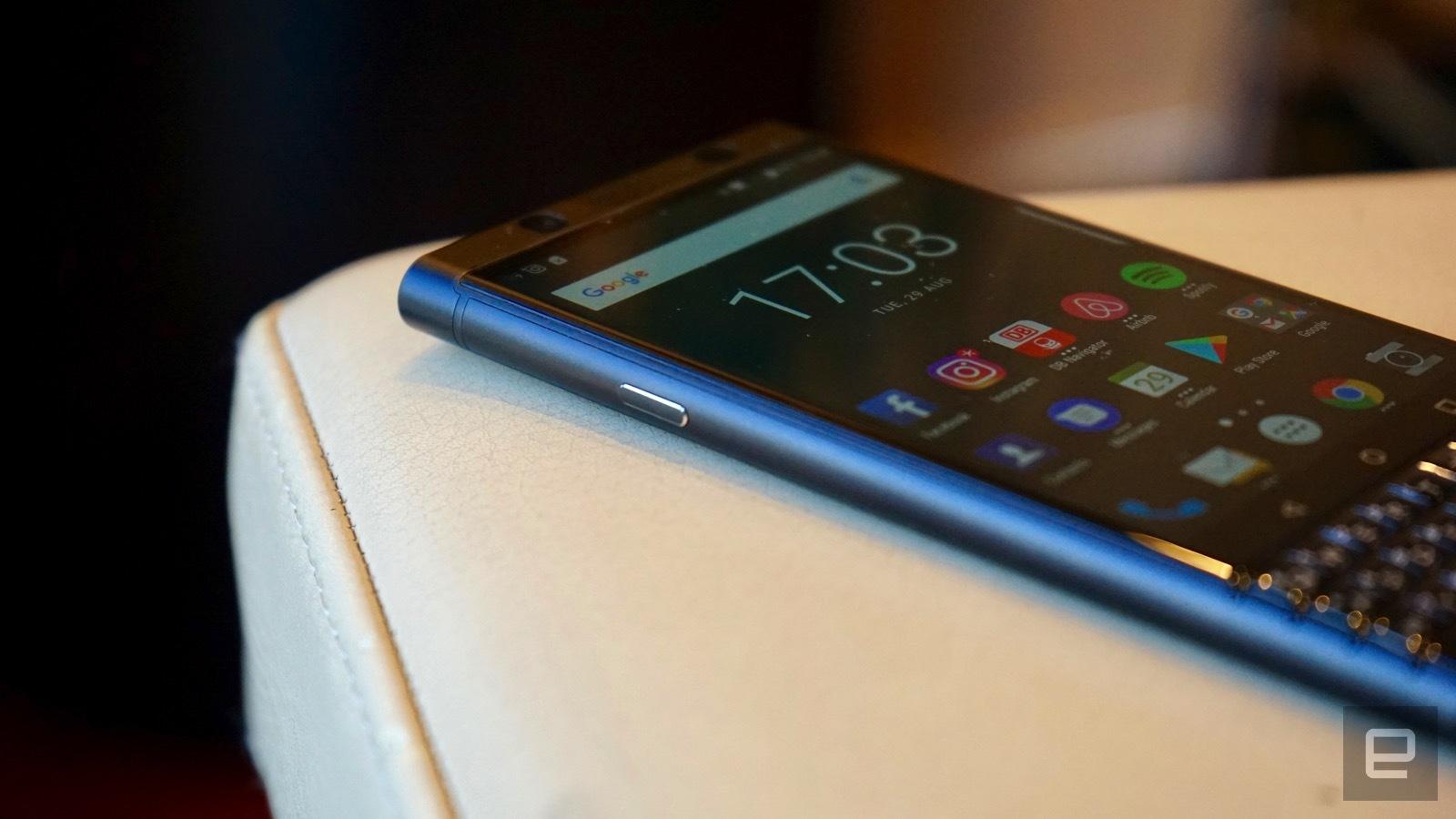 [IFA 2017]- BlackBerry KEYone phiên bản màu đen xuất hiện, 4GB RAM hình 2