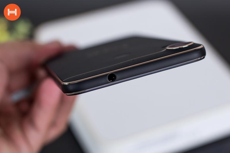 Mở hộp HTC Desire 10 Pro: Thiết kế đậm chất HTC, có RAM 4GB, camera 20 chấm. Phân khúc giá tầm trung. hình 11