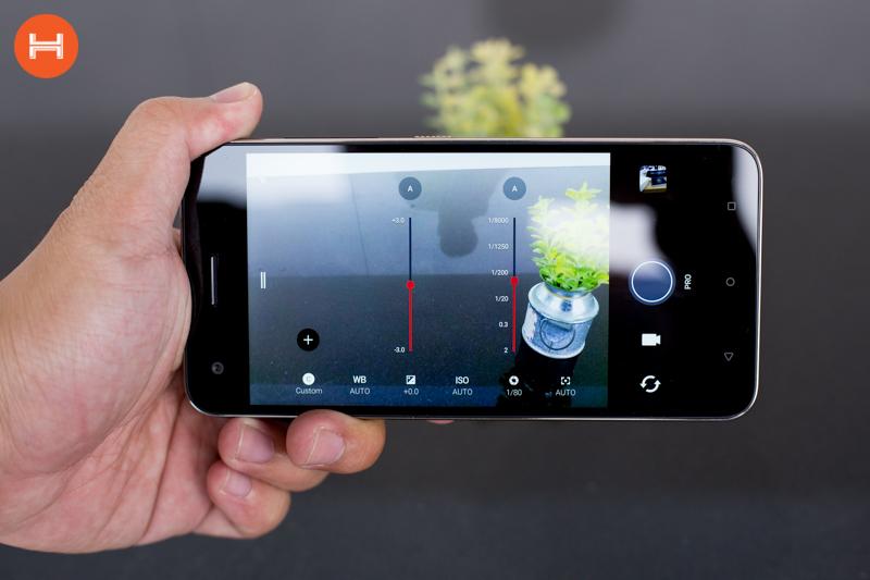 Mở hộp HTC Desire 10 Pro: Thiết kế đậm chất HTC, có RAM 4GB, camera 20 chấm. Phân khúc giá tầm trung. hình 8