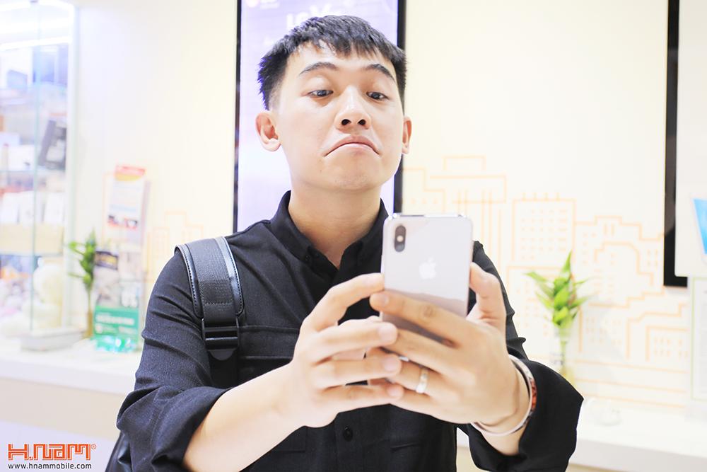 Hot Vlogger Phở Đặc Biệt mua iPhone X đầu tiên tại Hnam Mobile hình 3
