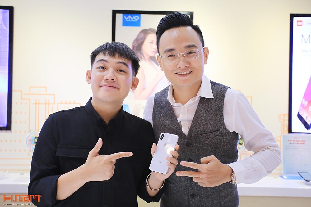 Hot Vlogger Phở Đặc Biệt mua iPhone X đầu tiên tại Hnam Mobile hình 1