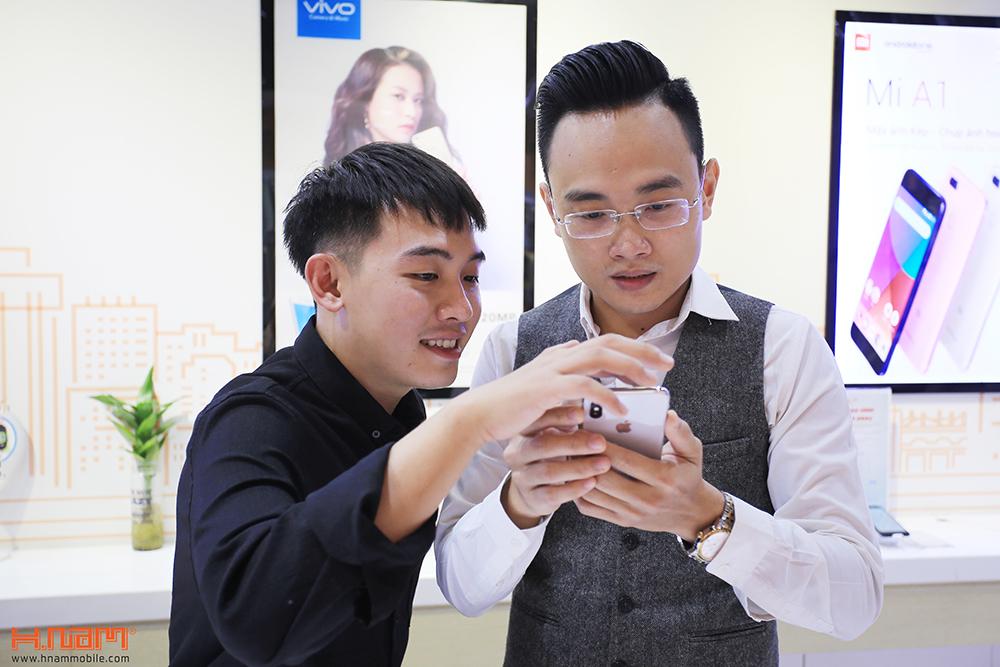 Hot Vlogger Phở Đặc Biệt mua iPhone X đầu tiên tại Hnam Mobile hình 4