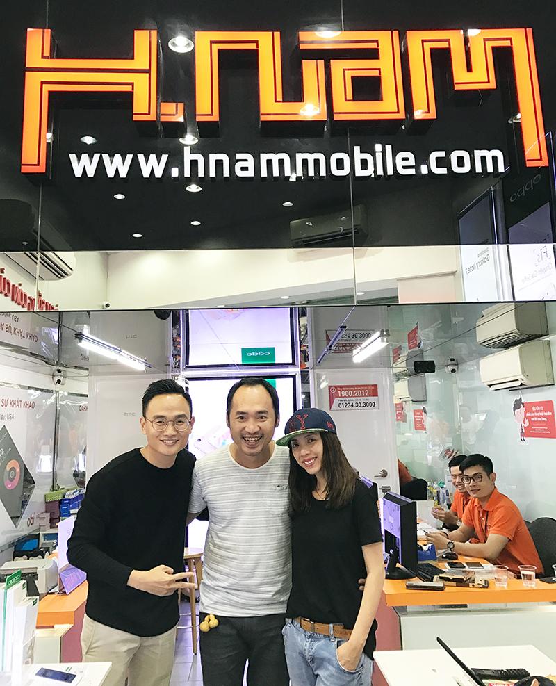 Hình ảnh người nổi tiếng đến Hnam Mobile mua sắm hình 6