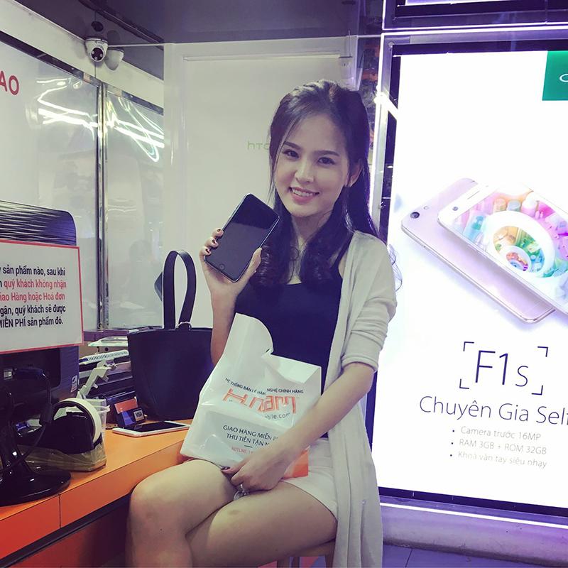 Hình ảnh người nổi tiếng đến Hnam Mobile mua sắm hình 8