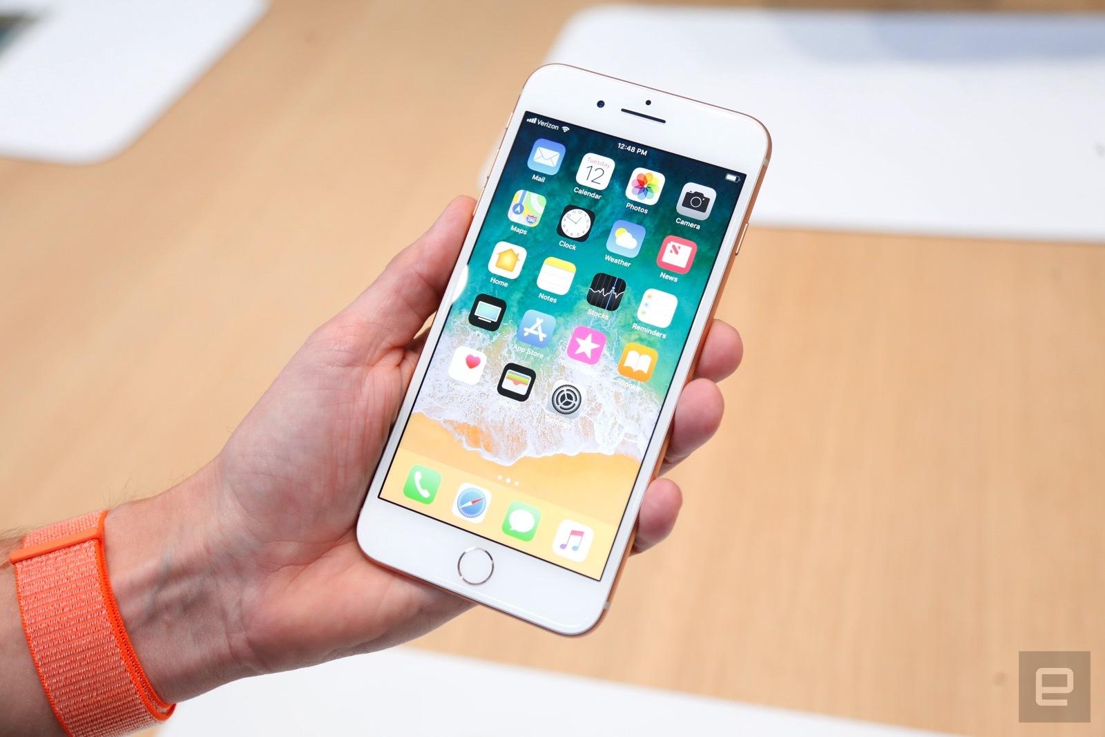 Trên tay iPhone 8 và 8 Plus: Thiết kế cũ nhưng trẻ trung hơn, cấu hình mạnh hơn hình 2