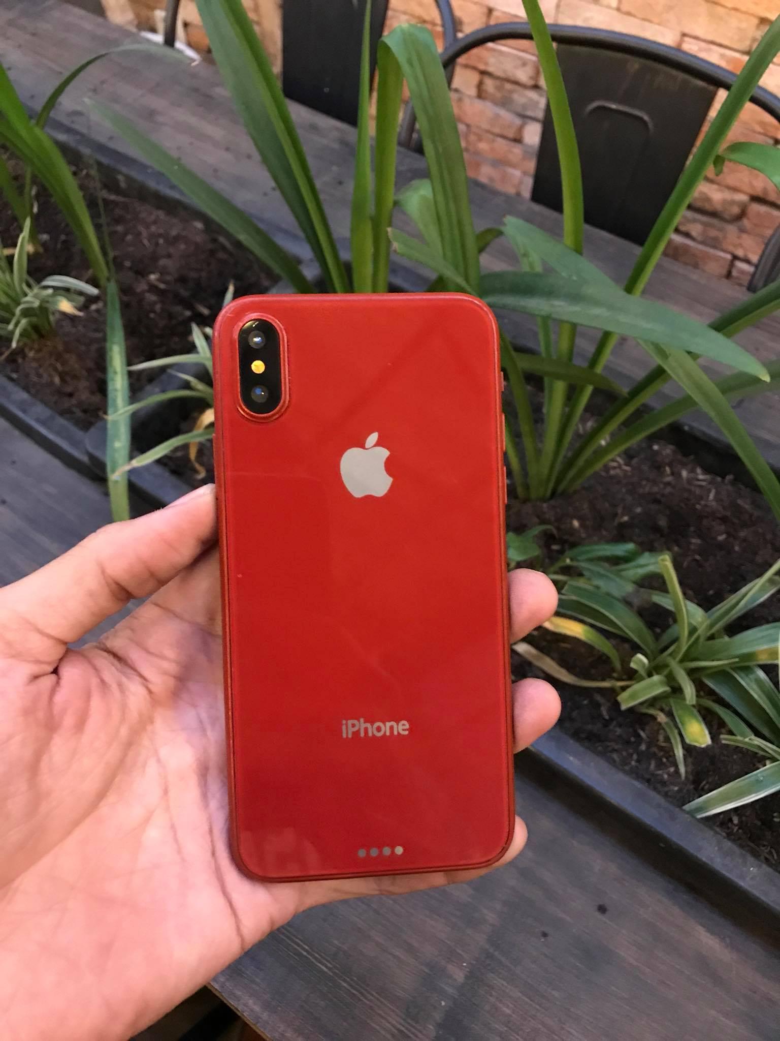 Trên tay mô hình và ốp lưng iPhone 8 màu đỏ tại Việt Nam hình 4
