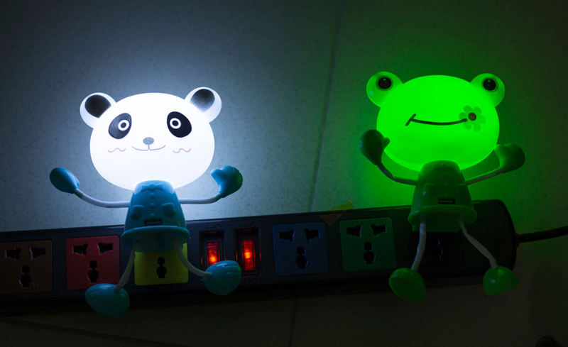 Đèn ngủ cảm ứng kiêm sạc USB hình 3