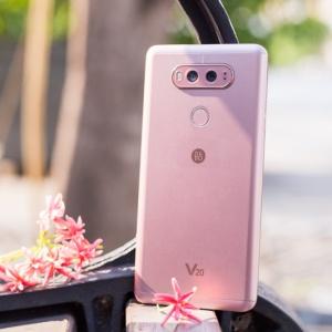Cận cảnh LG V20: Smartphone có nhiều tính năng giải trí cao cấp. Camera góc siêu rộng.