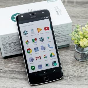 Đập hộp Moto Z Play: pin khủng, màn hình 5.5 inch, thiết kế module.