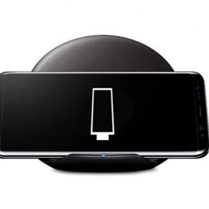 Điện thoại Samsung Galaxy S8 và S8 Plus không hỗ trợ sạc nhanh trên dock không dây đời cũ