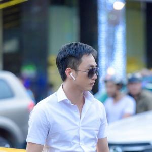 Doanh nhân Nguyễn Quốc Cường tậu AirPods đầu tiên tại Hnam Mobile