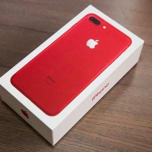 Hình ảnh bộ đôiiPhone 7 và iPhone 7 Plus mới đọ sắcvới các vật dụng màu đỏ