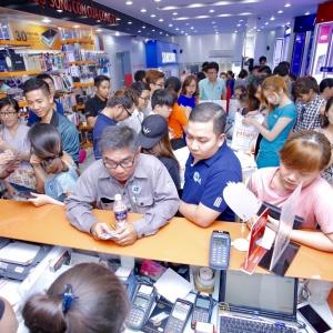 Hnam Mobile mở bán Galaxy A2017: hàng trăm khách chờ mua từ lúc 8 giờ sáng