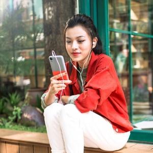 HTC Desire 630 có những phụ kiện đi kèm nào?