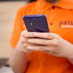 Khui hộp HTC Butterfly 2 chính hãng - loa kép BoomSound, camera kép 13MP.