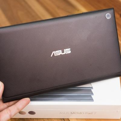 Mở hộp Asus Memo Pad 7: Thiết kế thời trang, hiệu năng tốt, giảm giá sốc tại Hnam Mobile.