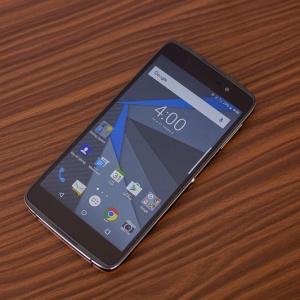 Mở hộp BlackBerry DTEK50 bản thương mại chính thức.