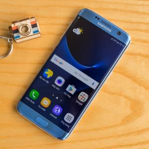 Mở hộp Galaxy S7 Edge Blue Coral: Xanh hơn và sang hơn.