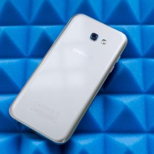 Mở hộp Samsung Galaxy A7 (2017) bản chính thức: Pin