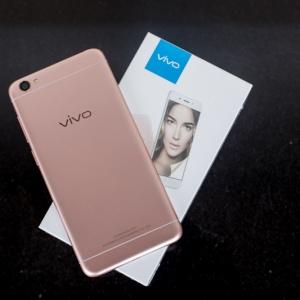 Mở hộp Vivo Y55: Thiết kế và cấu hình ấn tượng trong tầm giá 4 triệu đồng.