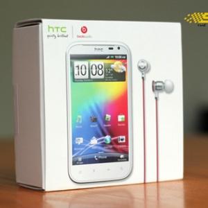 Ngắm HTC Sensation XL đầu tiên về VN