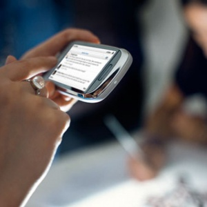 Nokia C7 giá đặt hàng cao hơn gần 100 euro