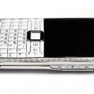 Nokia E71 kim cương hơn 170 triệu đồng