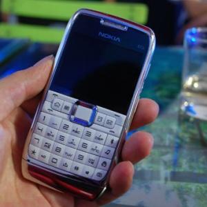 Nokia E71 thật và 'nhái'