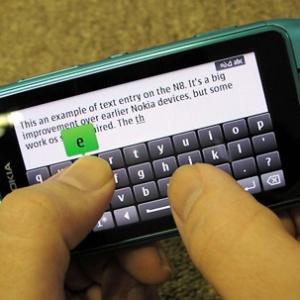 Nokia N8 hỗ trợ nhập liệu trượt ngón tay