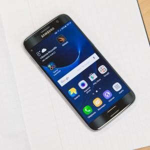 Sau khi cập nhật Android Nougat 7.0, Samsung Galaxy S7 đột nhiên giảm độ phân giải màn hình