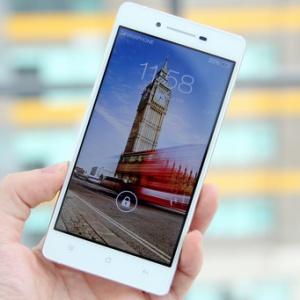 Smartphone dáng mỏng Oppo R1 có giá 8,99 triệu đồng