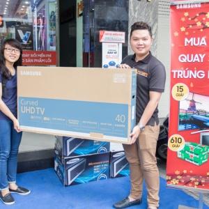 Trao thưởng tuần 1 khuyến mãi Mua SAM tại Hnam - Quay SUNG nhận quà KHỦNG