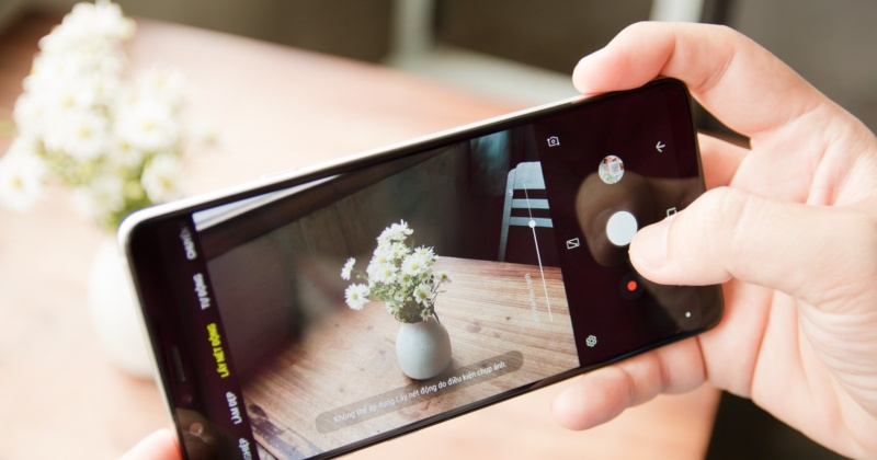 Trên tay Galaxy A8 Star: Hoàn thiện tốt, máy cực mỏng, màn hình tràn viền 6,3 inch