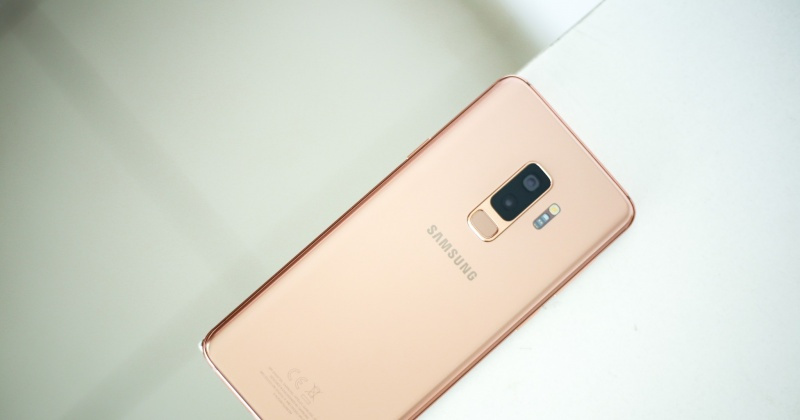 Trên tay Galaxy S9+ phiên bản Hoàng Kim chính hãng Việt Nam