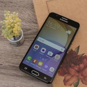 Trên tay nhanh Galaxy J7 Prime - thiết kế kim loại, chip 8 nhân, màu đen rất đẹp.
