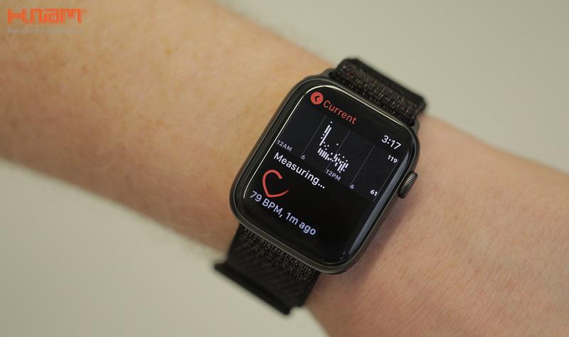 Apple Watch Series 4 44mm GPS Space Black Aluminum Case with Black Sport  Loop MU6E2 sở hữu màn hình lớn chưa từng thấy