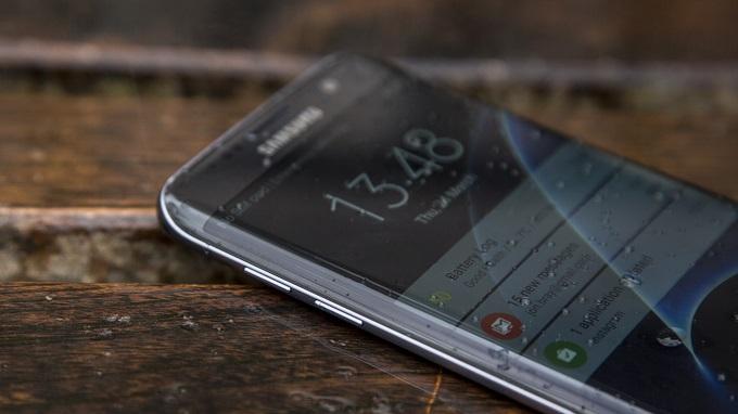 Bộ đôi điện thoại Samsung màn hình cong giá rẻ hình 4