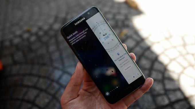 Bộ đôi điện thoại Samsung màn hình cong giá rẻ hình 5