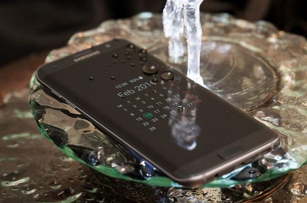 Bộ đôi điện thoại Samsung màn hình cong giá rẻ hình 2