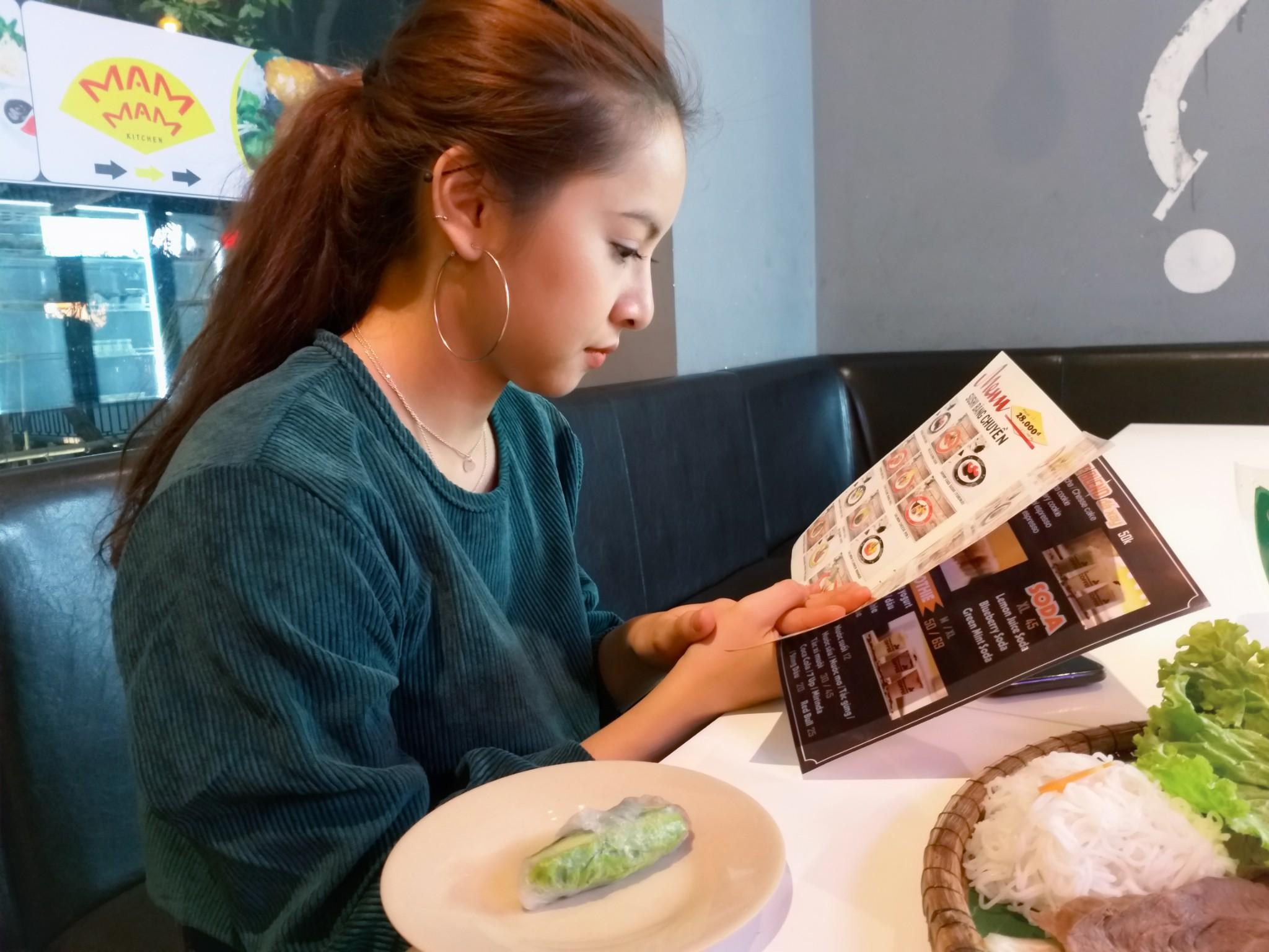 """Dạo chơi, ăn tối cùng cô bạn gái xinh xắn và những góc chụp giúp thần thánh giúp cô ấy """"mê mệt"""" hình 4"""